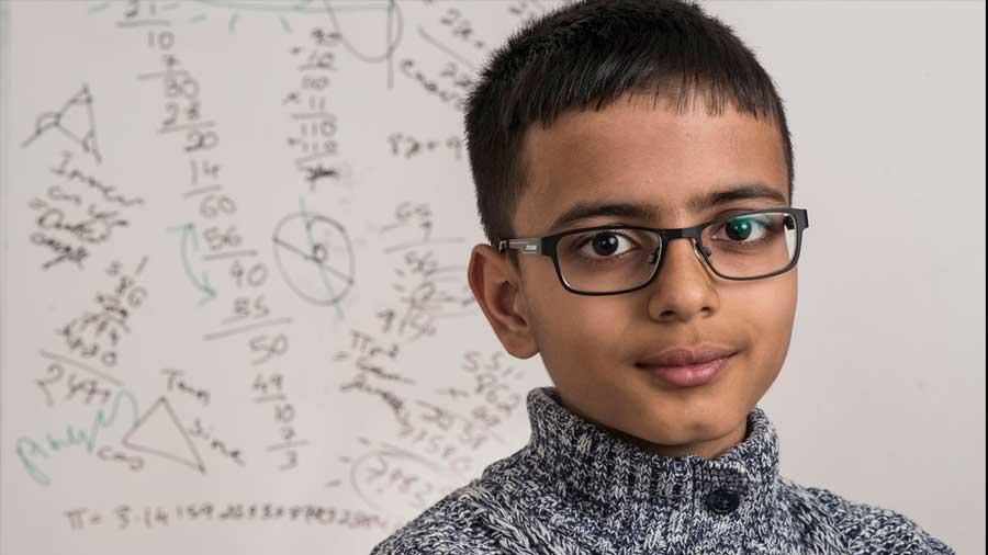 Niño Genio Supera El Coeficiente Intelectual De Albert Einstein Y Stephen Hawking Invdes
