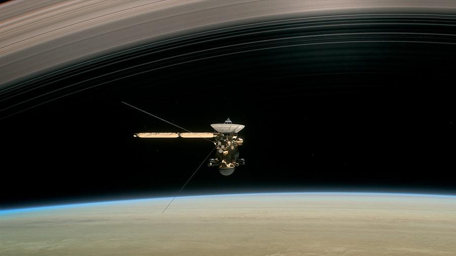 """Sonda de la NASA descubre un """"gran vacío"""" entre Saturno y sus anillos"""