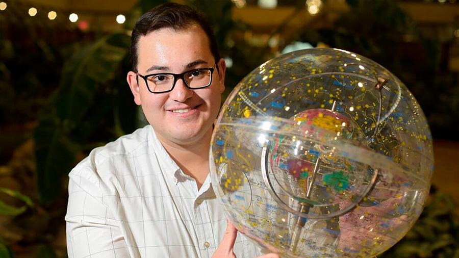 Desde Reino Unido, astrofísico mexicano busca nuevos exoplanetas y vida en el universo