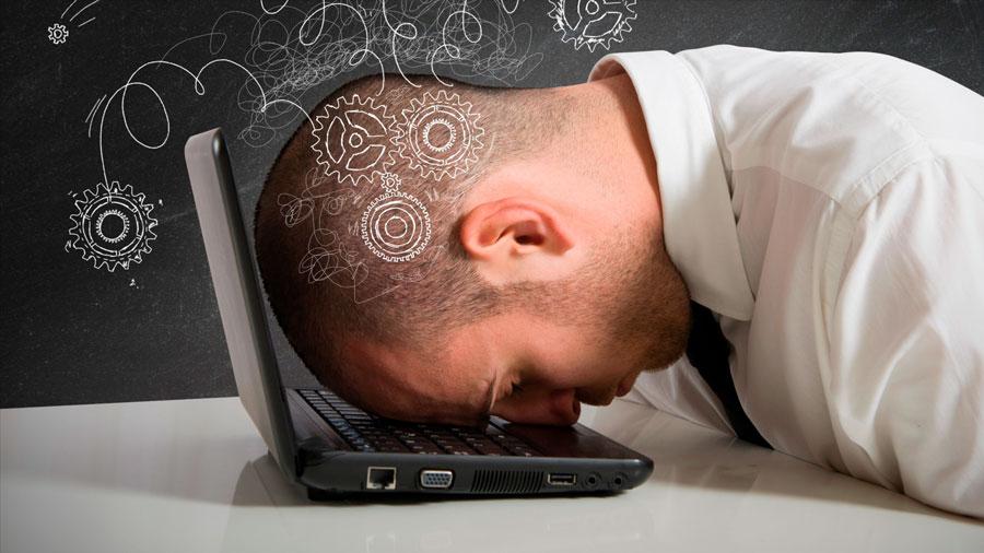 """Científicos descubren que el cerebro """"se come"""" a sí mismo cuando no dormimos lo suficiente"""