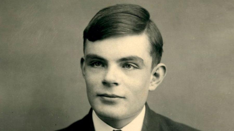 Alan Turing, padre de la computación y condenado por ser gay, consigue al fin el 'indulto real'