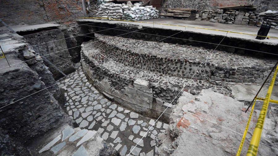 Descubren los restos de un templo azteca y una cancha de pelota en México