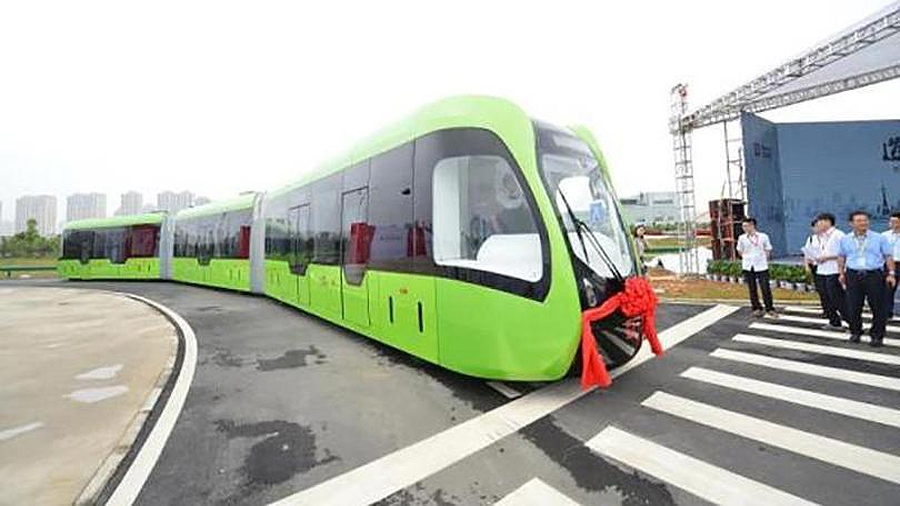 China prueba tren que circula por vías virtuales