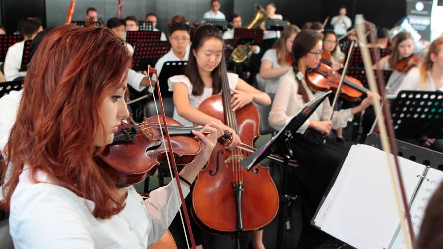 La Orquesta Sinfónica de la Universidad Stanford deleitó con sus notas al Senado con el concierto Música que baila