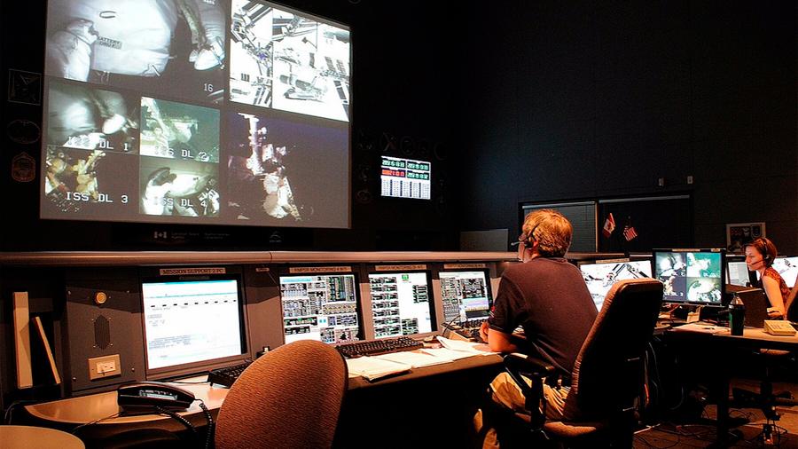 Un mexicano triunfa en Montreal a cargo del monitoreo de los satélites espaciales canadienses
