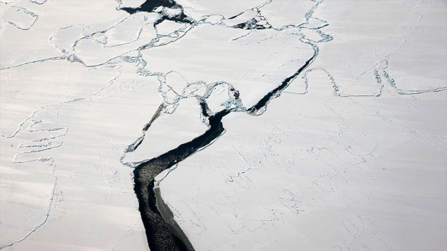 La barrera de hielo Larsen C de la Antártida sigue agrietándose