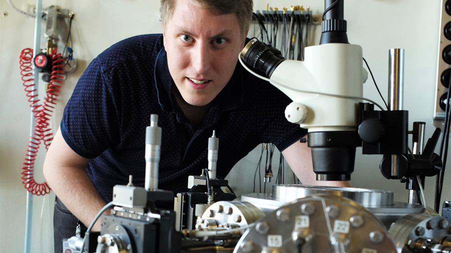 Observan en un material cuántico las huellas de un exótico efecto gravitatorio