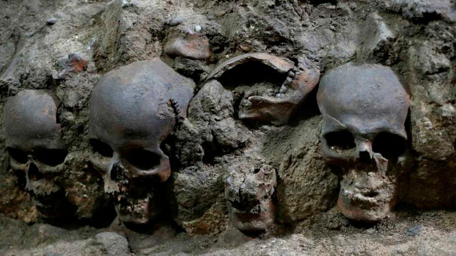 Arqueólogos descubren torre de cráneos de 500 años y otro horrible misterio azteca