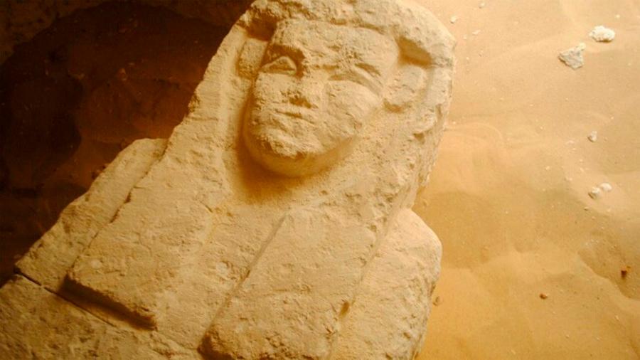 Descubren tres tumbas milenarias en Egipto