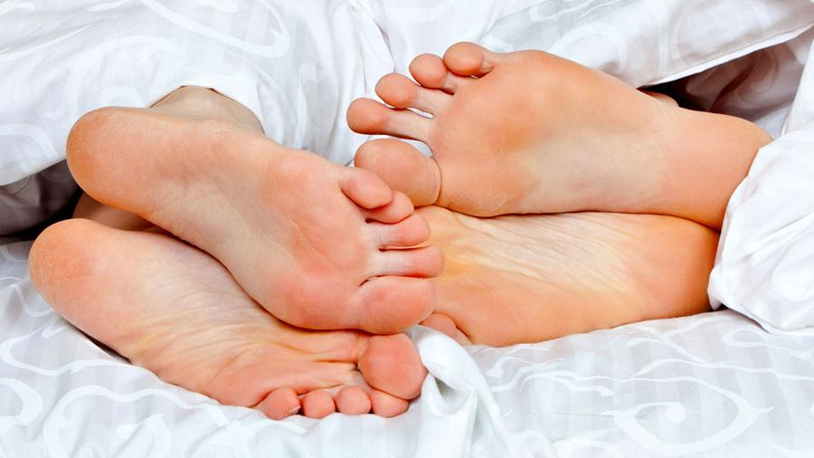 La zona del cuerpo que más bacterias comparten las parejas son los pies