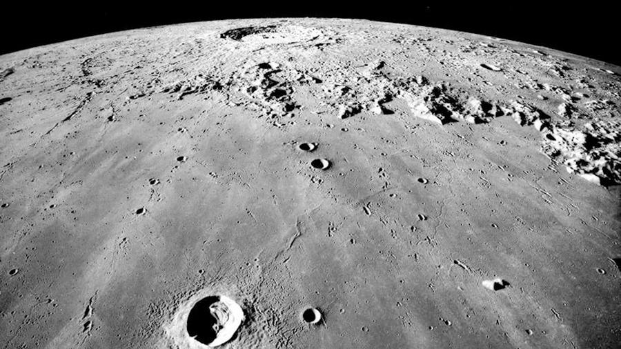 """El análisis de una roca lunar """"oxidada"""" sugiere que el interior de la luna está seco"""