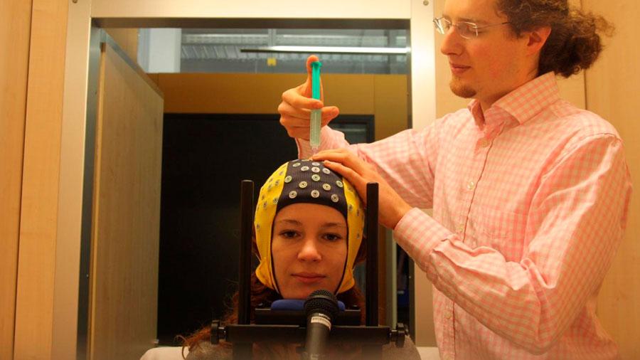 Máquina que aprende por su cuenta a reconocer los pensamientos leyendo señales cerebrales