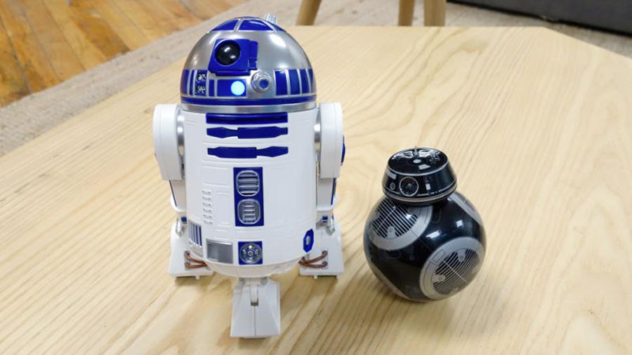 Sí, esta es la réplica de juguete de R2-D2 que andabas buscando cuando eras pequeño