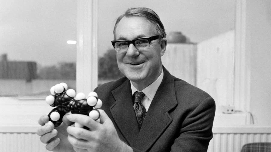 Sir John Cornforth, el Nobel de Química que cambió nuestras vidas descubrimiento de fármacos