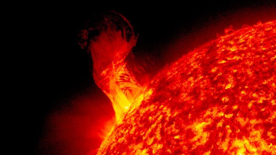 ¿Cómo afectará a la Tierra la mayor llamarada solar de la década?