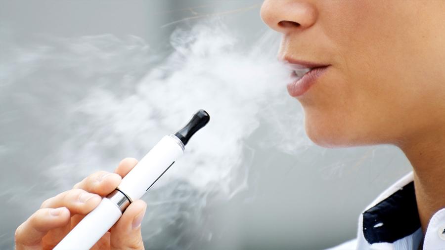 Nuevo estudio alerta sobre los riesgos de fumar cigarrillos electrónicos