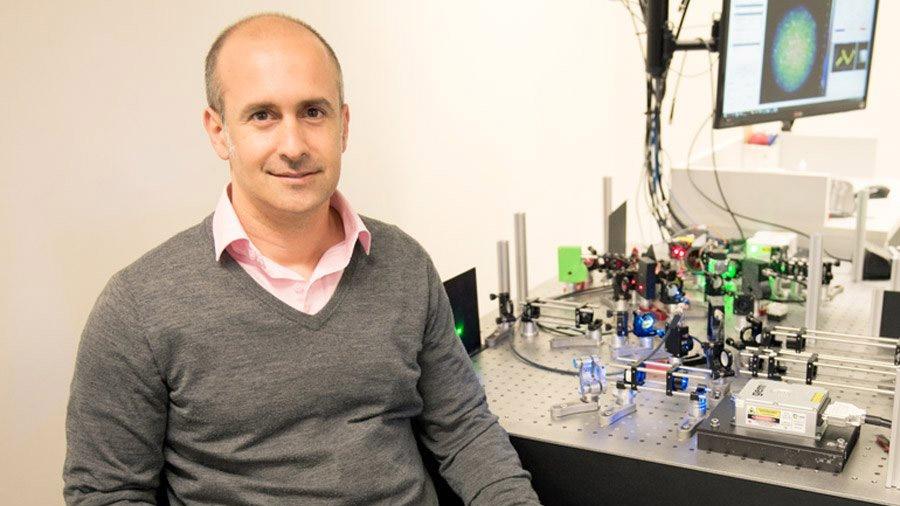 Recibe argentino premio Georg Foster por sus aportes en microscopía óptica y nanotecnología