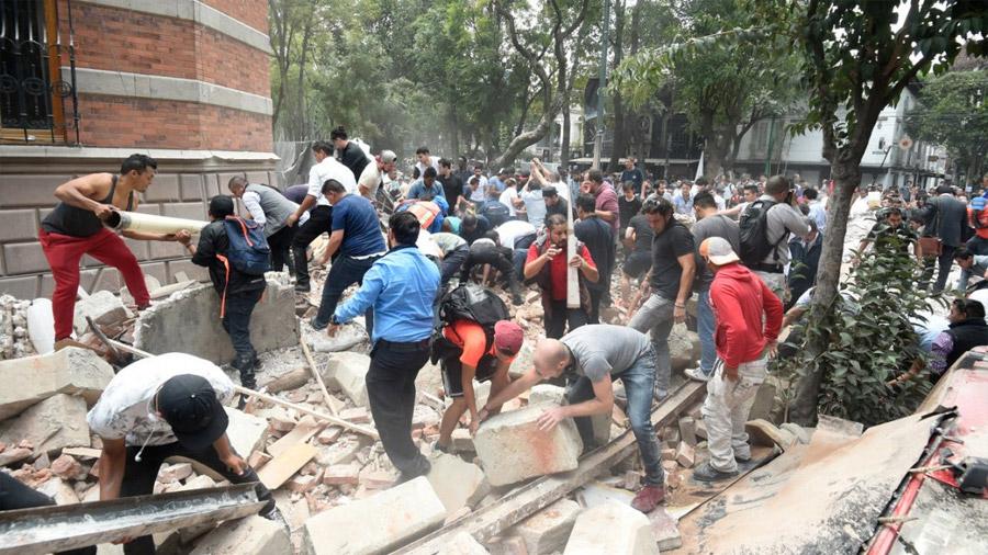 Más de 220 muertos por un fuerte terremoto en México