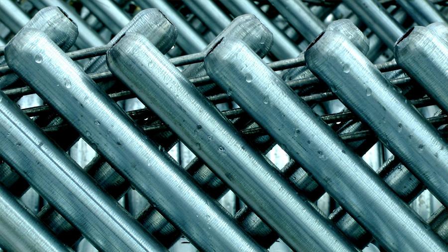 Químicos consiguen modelar aluminio ultraligero, que flota en el agua