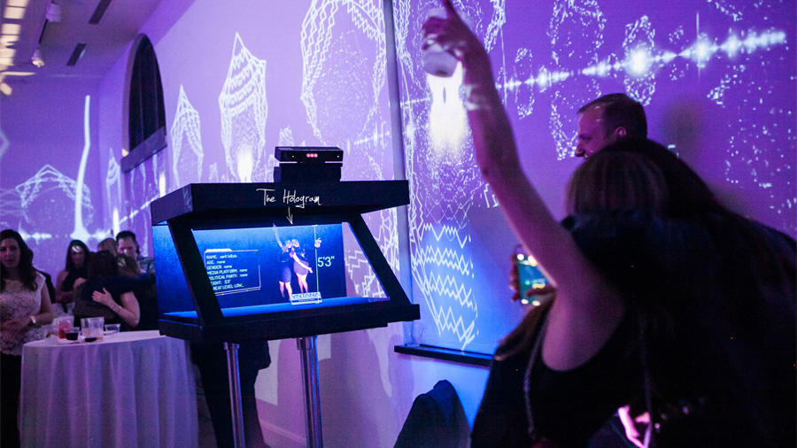 Ficción hecha realidad: presentan hologramas inteligentes para asistentes robóticos