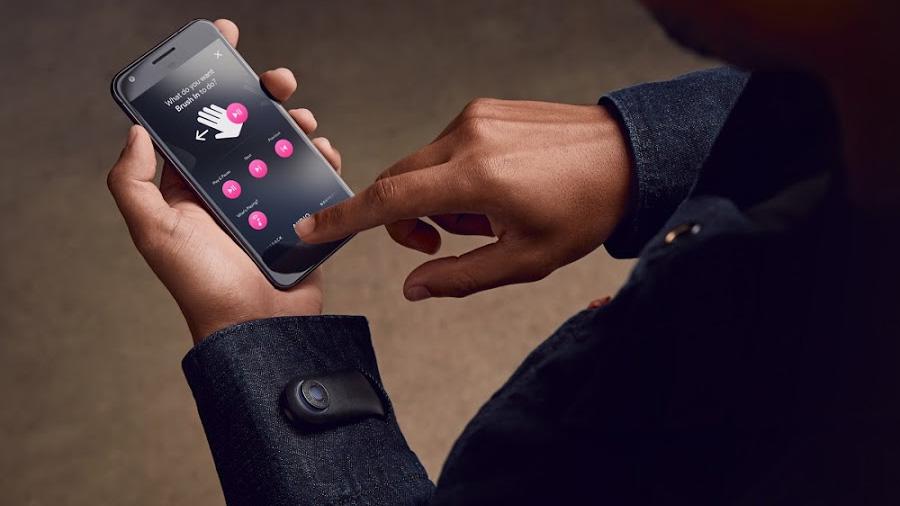 Esta chaqueta 'inteligente' te permite manejar tu teléfono desde la manga