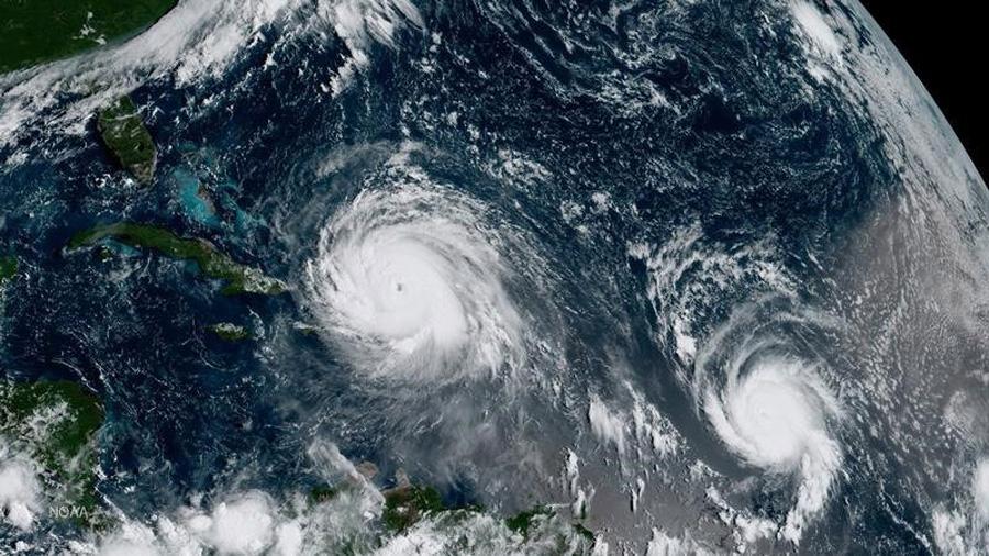 ¿Qué ocurre cuando chocan dos huracanes?