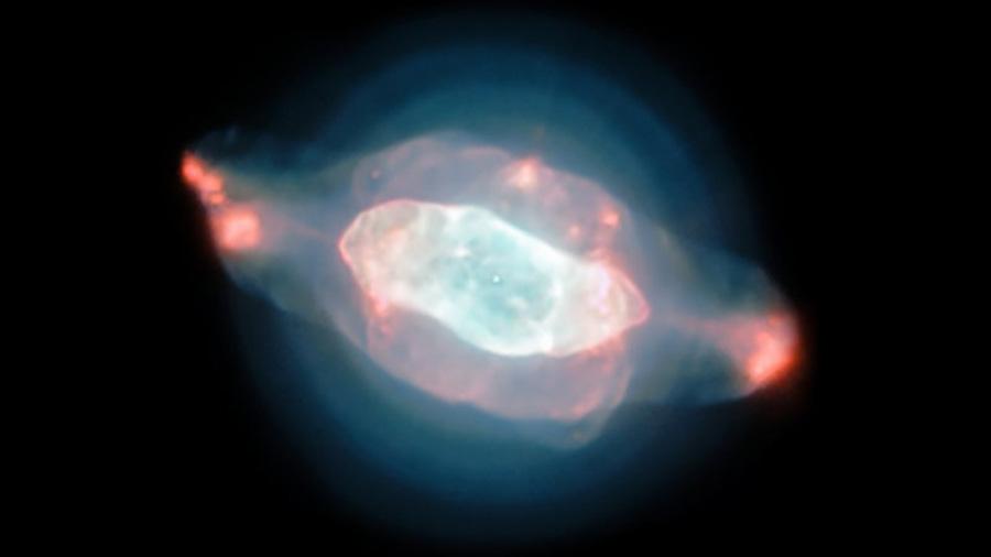 Formas extrañas de gas y polvo definen la nebulosa Saturno