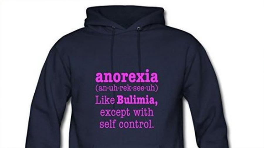 """Exigen que Amazon prohíba la venta del """"hoodie"""" para mujeres que trivializa la anorexia"""