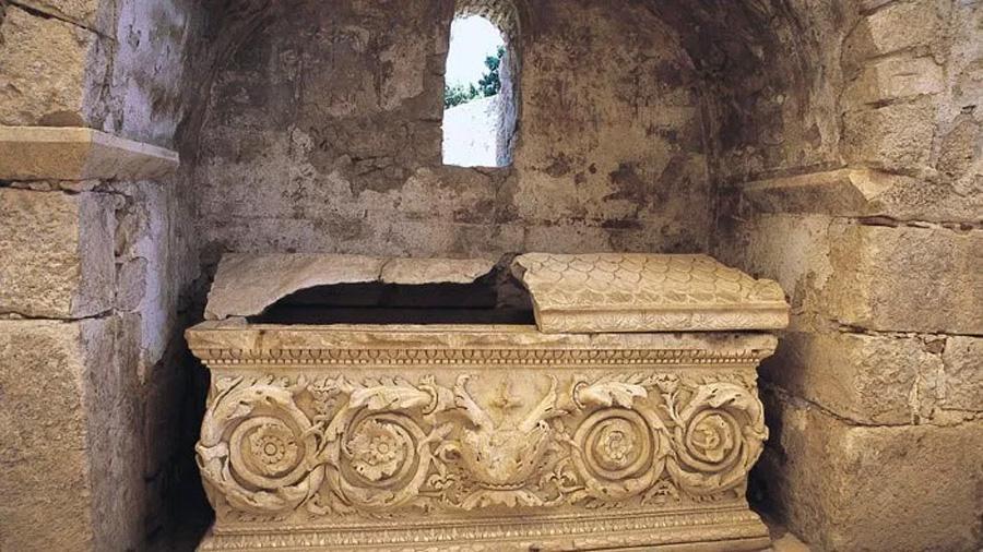 Vídeo: arqueólogos turcos exploran la supuesta tumba de Santa Claus