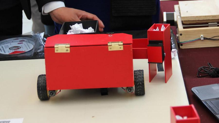 Robot de estudiantes mexicanos recolecta de desechos sólidos de manera óptima