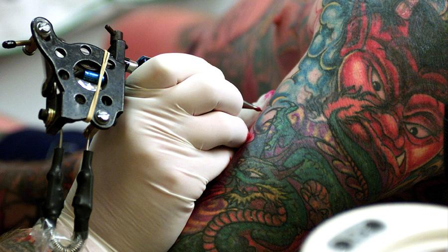 Científicos descubren que las nanopartículas de los tatuajes viajan dentro del cuerpo