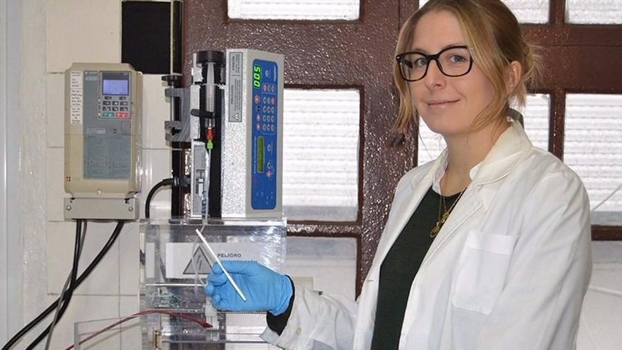 Reconoce el MIT a científica argentina por crear un material con las mismas propiedades que los vasos sanguíneos