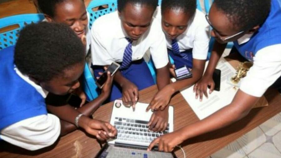 Chicas africanas crean una app para combatir la mutilación genital