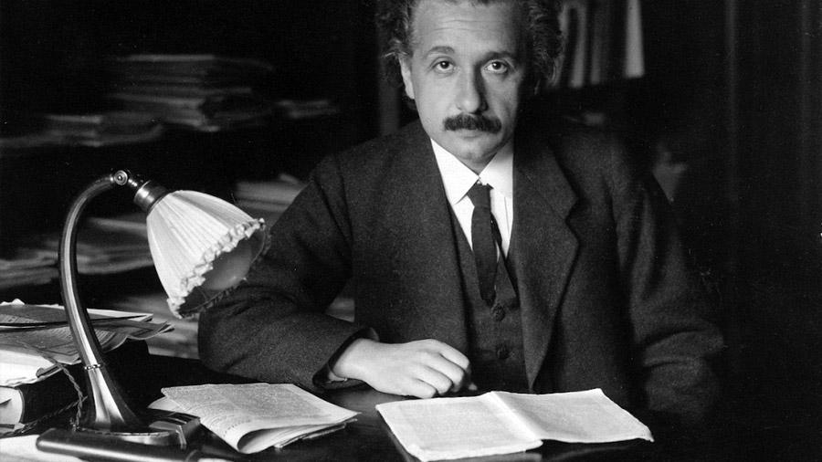 De la teoría de la felicidad a una biblia: decenas de documentos escritos por Einstein se han vendido bajo subasta