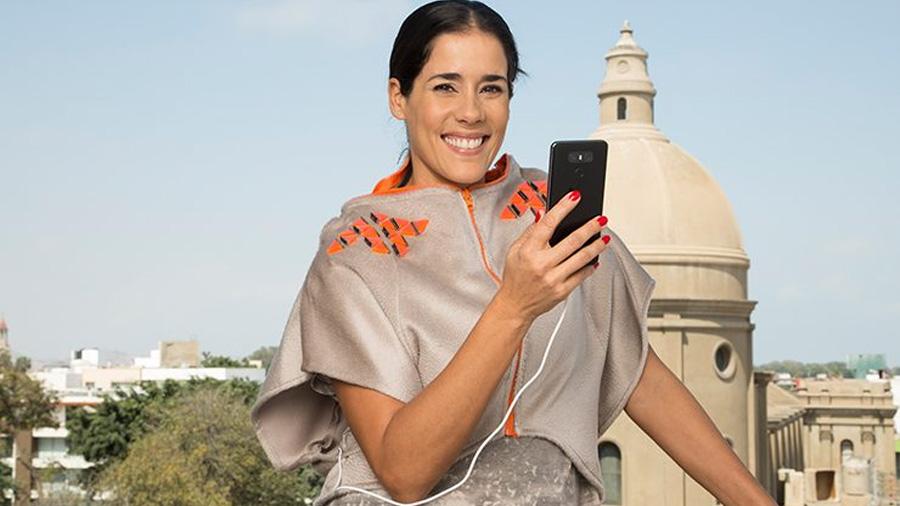 Diseñador peruano crea prendas capaces de cargar los smartphones