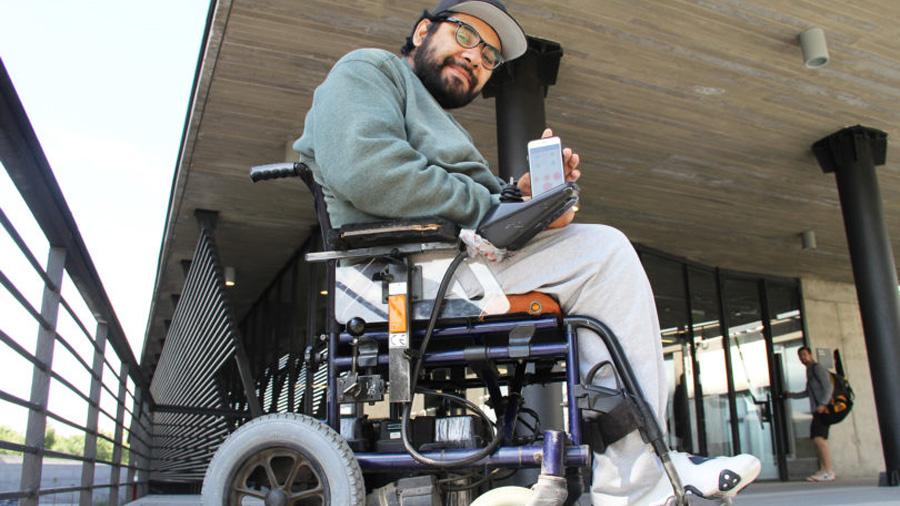 Estudiante chileno es reconocido por el MIT por crear un dispositivo para evitar las lesiones a personas que utilizan sillas de ruedas