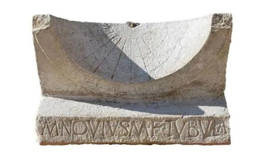 Descubierto en ruinas romanas un reloj de sol intacto de más de 2,000 años