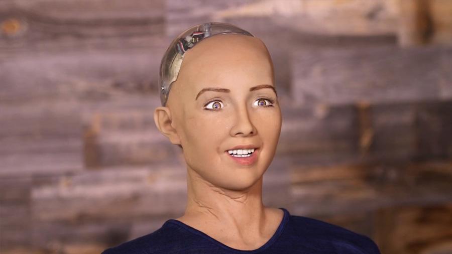 """Sophia, la robot que consideró """"matar"""" humanos y hoy los ama"""