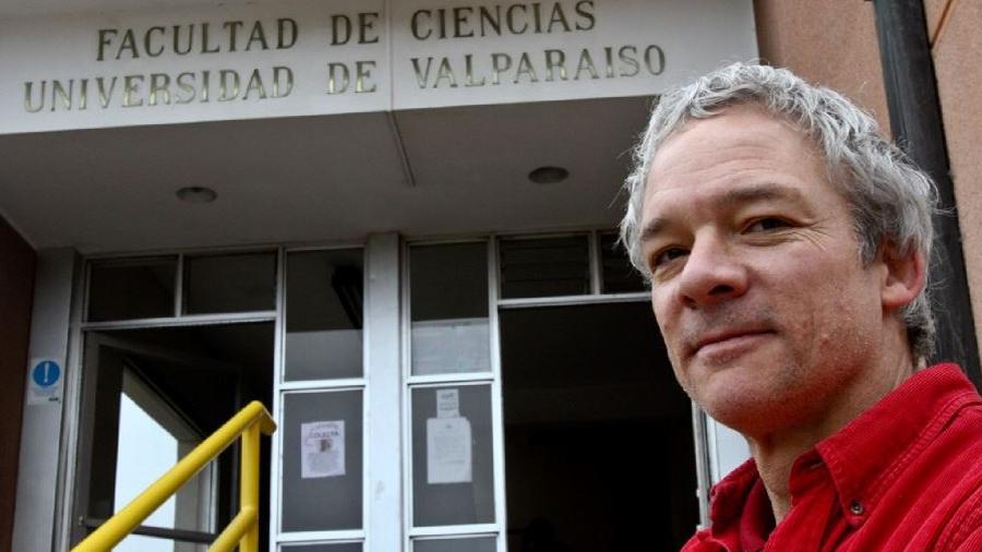 Científico chileno es el único invitado nacional a la ceremonia de los Premio Nobel