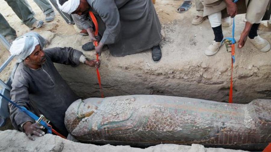 Arqueólogos egipcios descubren una momia en buen estado