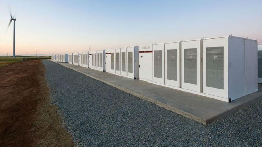 Elon Musk cumple su promesa: Terminó la batería más grande del mundo en menos de 100 días