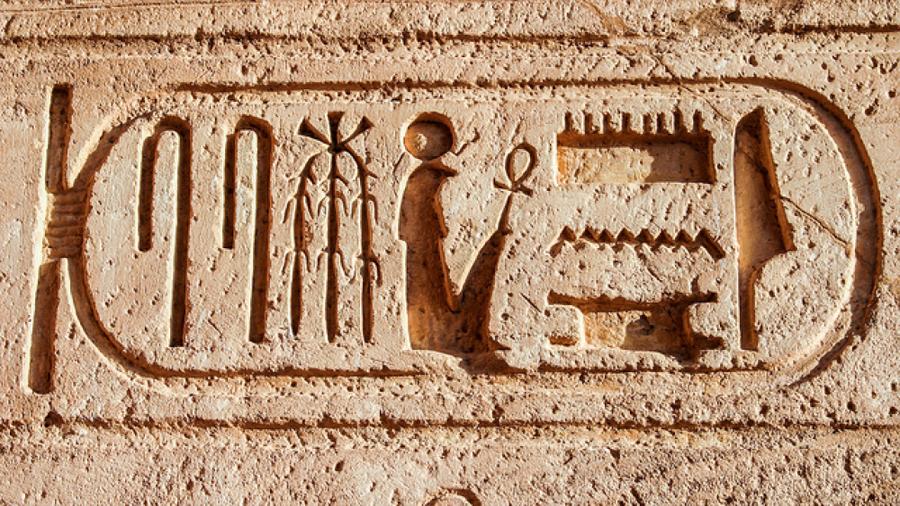 Técnicas de visión artificial para descifrar jeroglíficos egipcios