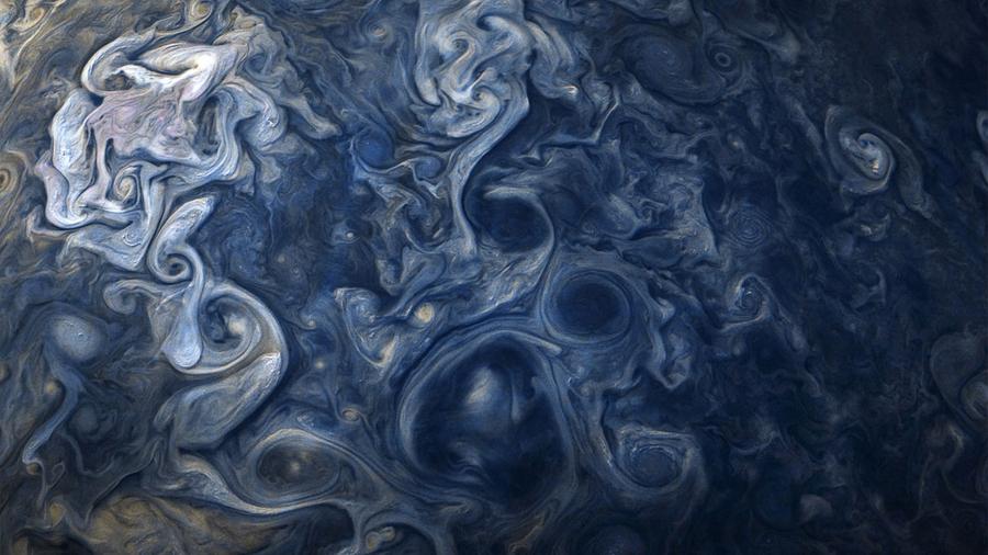 La nave Juno captura espectaculares colores azules sobre Júpiter