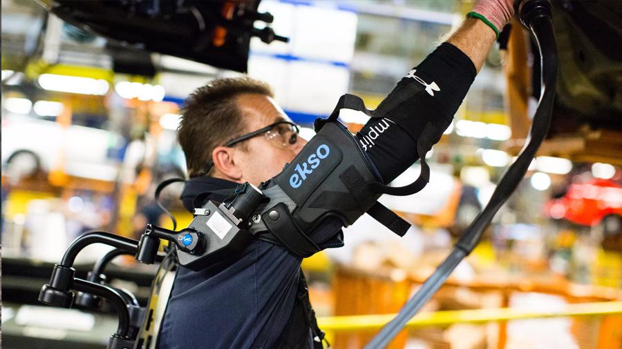 """Los trajes robóticos que convierten a los empleados en """"supertrabajadores"""""""