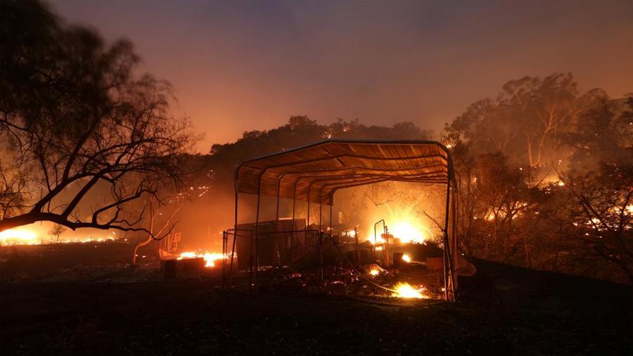 Los incendios del sur de California afectan el lujoso barrio de Bel Air de Los Ángeles