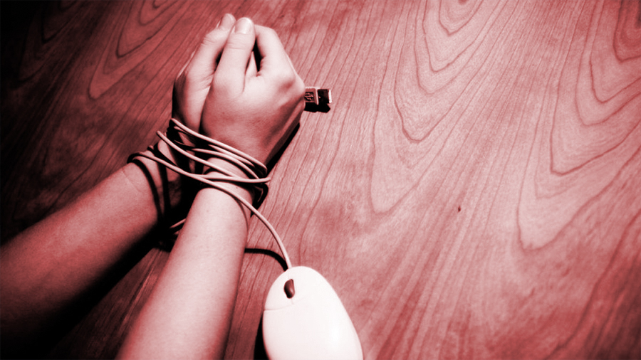 """El caso del primer hombre en el mundo condenado a prisión por """"violación por internet"""""""