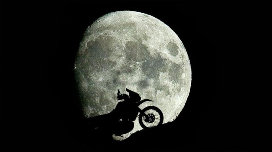 La Luna llena aumenta el riesgo de morir en la moto