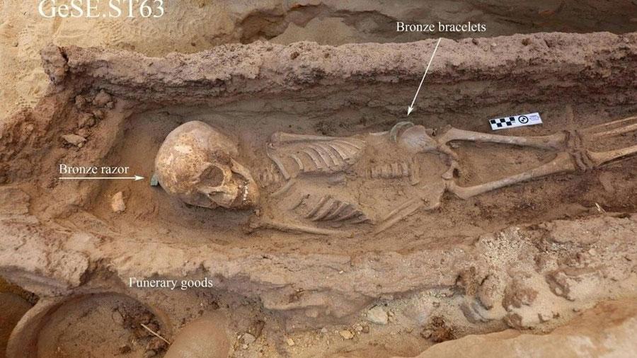 Descubren en Egipto cuatro tumbas intactas de niños de la época faraónica