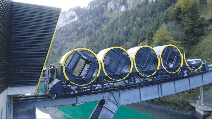 Suiza inaugura el funicular más inclinado del mundo, y su recorrido pone los pelos de punta