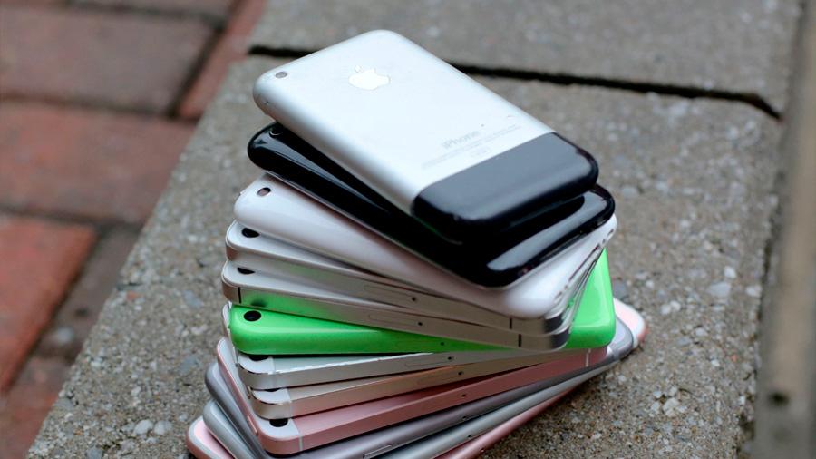 Apple continúa acumulando demandas por disminuir el funcionamiento en sus iPhone más viejos
